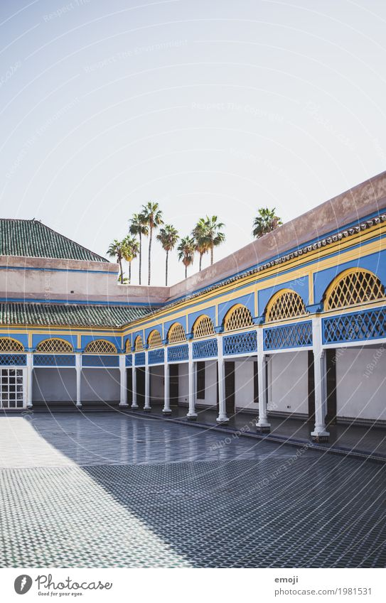 Marrakech II Sommer Schönes Wetter Palast Gebäude Architektur Sehenswürdigkeit Wärme blau Marrakesch Mosaik Farbfoto mehrfarbig Außenaufnahme Menschenleer Tag