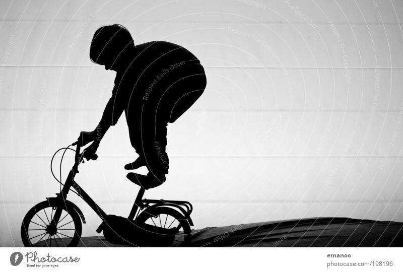 Draht Esel Mensch Kind Freude schwarz Spielen Freiheit Junge Bewegung Kindheit Zufriedenheit Fahrrad Freizeit & Hobby verrückt stehen fahren festhalten