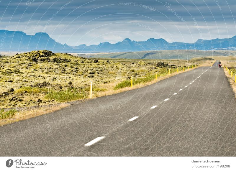 Fernweh !!!!! Mensch Natur Ferien & Urlaub & Reisen Freude Ferne Umwelt Landschaft Straße Berge u. Gebirge Freiheit Wege & Pfade Horizont Verkehrswege Mut Mobilität Island