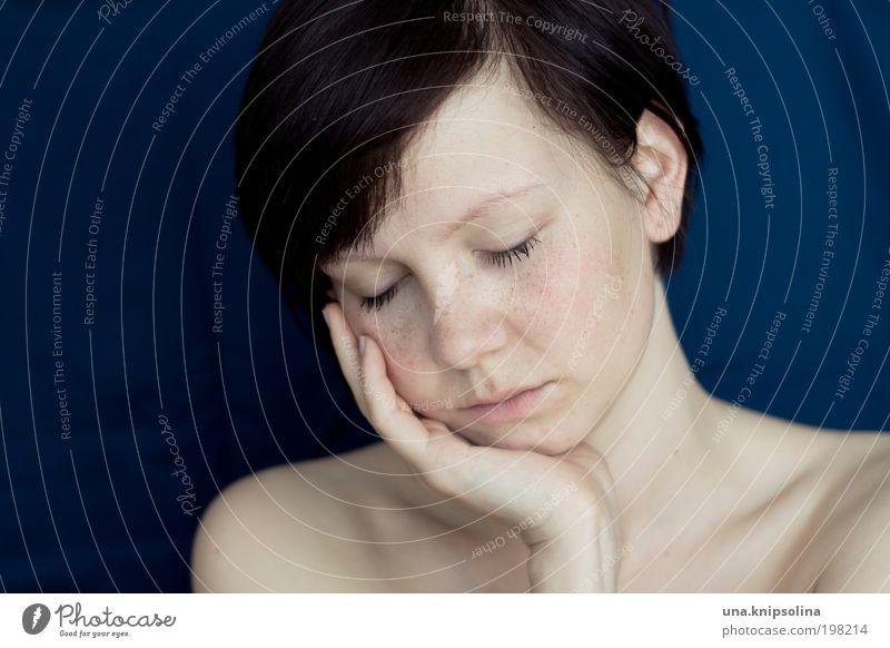 fühlen Frau Jugendliche schön Gesicht ruhig Erholung feminin Gefühle Denken Haut Erwachsene Sicherheit Wellness Vertrauen Warmherzigkeit