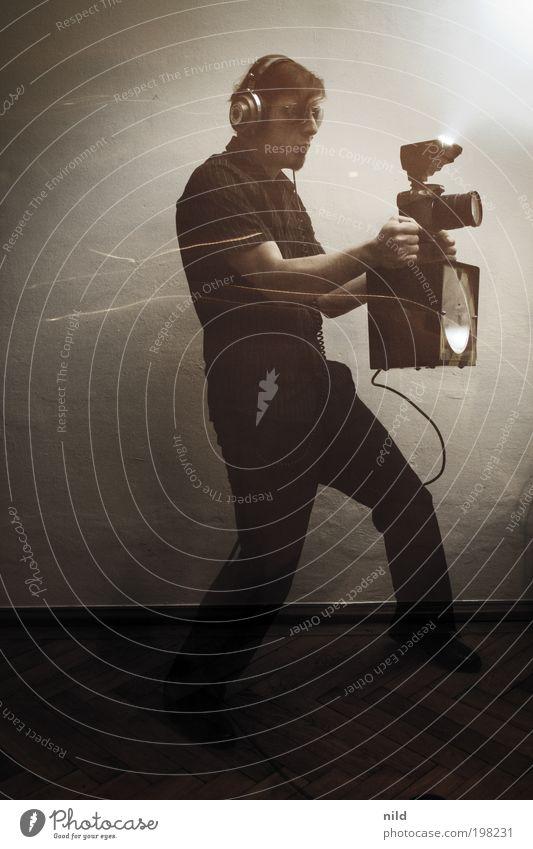 Die Fotomaschine Mensch Mann Jugendliche Erwachsene Junger Mann 18-30 Jahre Freizeit & Hobby Fotografie Aktion einzeln Maschine Studioaufnahme Fotografieren