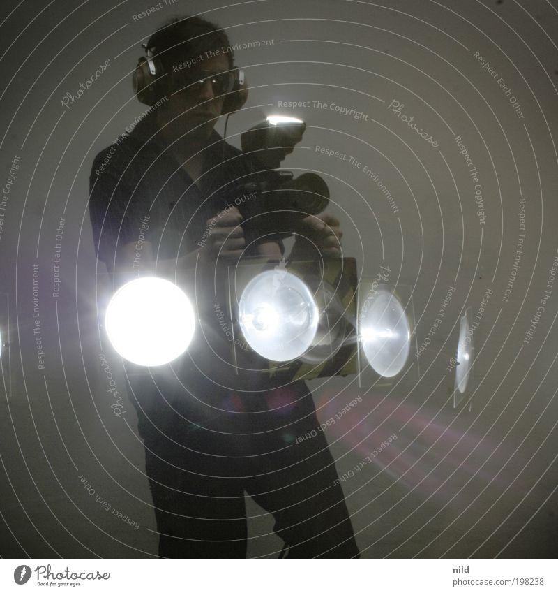 Die Fotomaschine Lifestyle Freude Freizeit & Hobby Stroboskop Blitz Fotokamera Maschine Mensch-Maschine Technik & Technologie maskulin Junger Mann Jugendliche