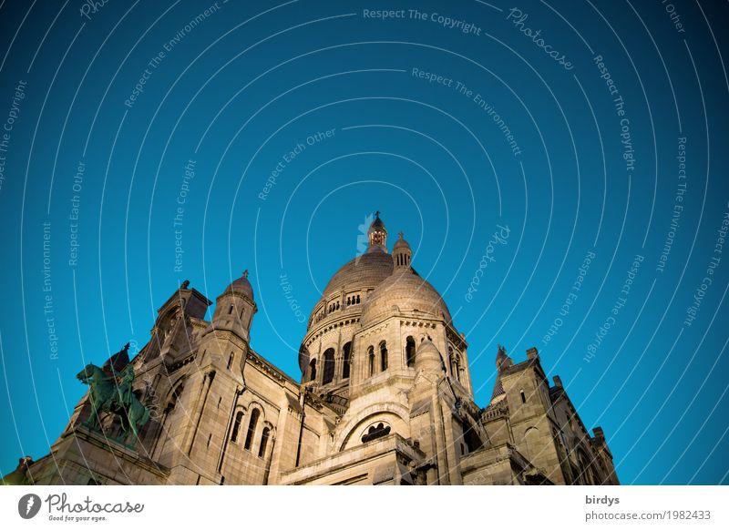 Sacré-Cœur de Montmartre Tourismus Städtereise Wolkenloser Himmel Nachthimmel Paris Hauptstadt Kirche Sehenswürdigkeit Sacré-Coeur ästhetisch Bekanntheit