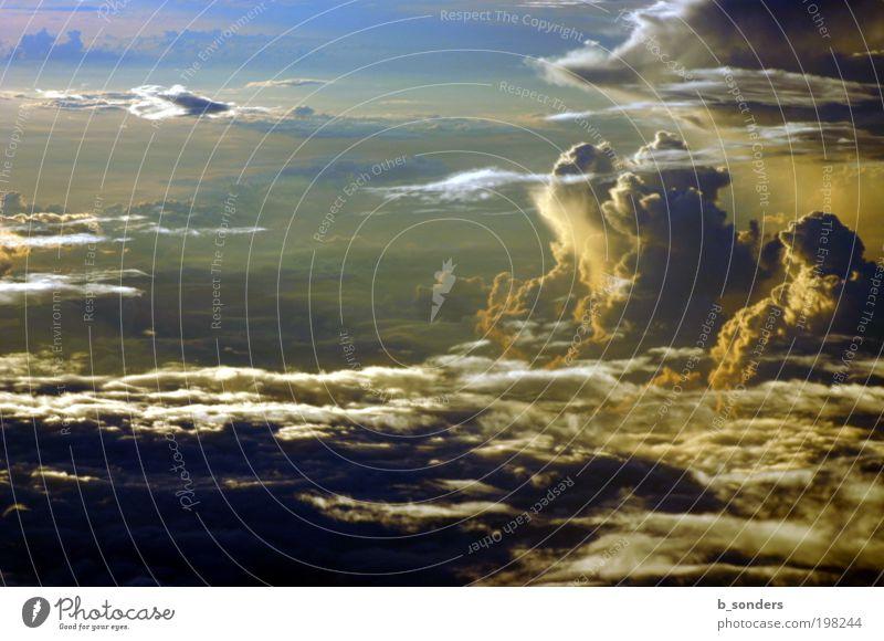 Himmelsspektakel Natur Landschaft Luft nur Himmel Wolken Gewitterwolken Horizont Sonnenaufgang Sonnenuntergang Sonnenlicht Wetter Unwetter Flugzeugausblick