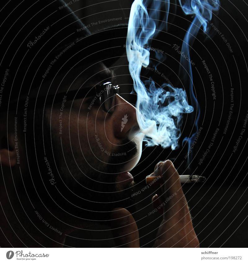 Rauchzeichen II [LUsertreffen 04|10] Mann Erwachsene genießen Rauchen Gesicht Nase Bart Brille Mund Hand dunkel & düster geheimnisvoll schwarz Gelassenheit