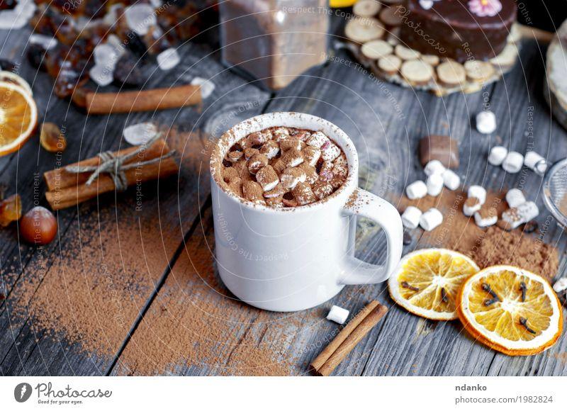 Kakao mit Marshmallows ist mit Schokolade bestreut Frucht Dessert Süßwaren Getränk trinken Heißgetränk Tasse Becher Tisch Holz frisch heiß natürlich oben braun