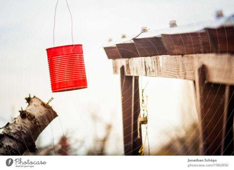 Dose, rot Natur Pflanze Baum Haus Umwelt Kunst Garten Zufriedenheit Schönes Wetter Lebensfreude Zeichen Dach Hütte Schmuck hängen