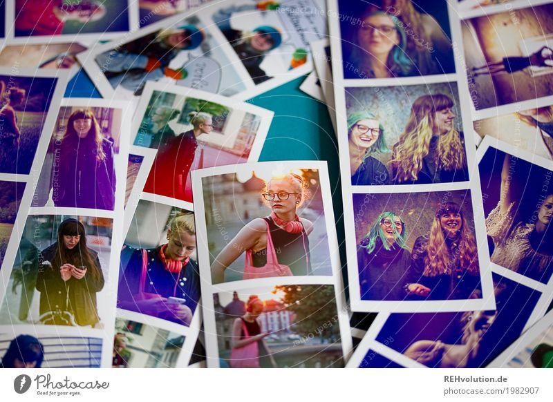 Fotos von Fotos Mensch Frau Jugendliche Junge Frau Stadt schön 18-30 Jahre Gesicht Erwachsene Lifestyle feminin Stil außergewöhnlich Freizeit & Hobby liegen