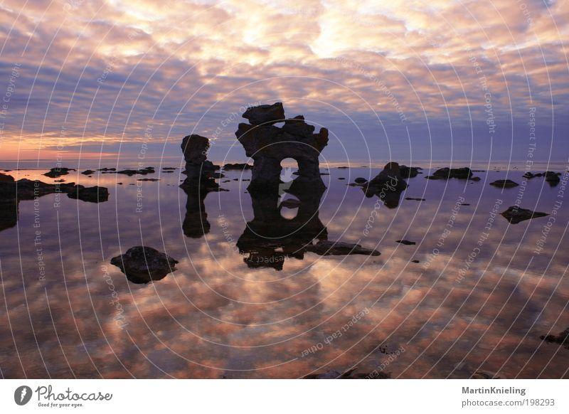 Contemplation Natur Landschaft Wasser Himmel Wolken Sonnenaufgang Sonnenuntergang Felsen Küste Seeufer Nordsee Meer Stein blau rot schwarz Stimmung ruhig
