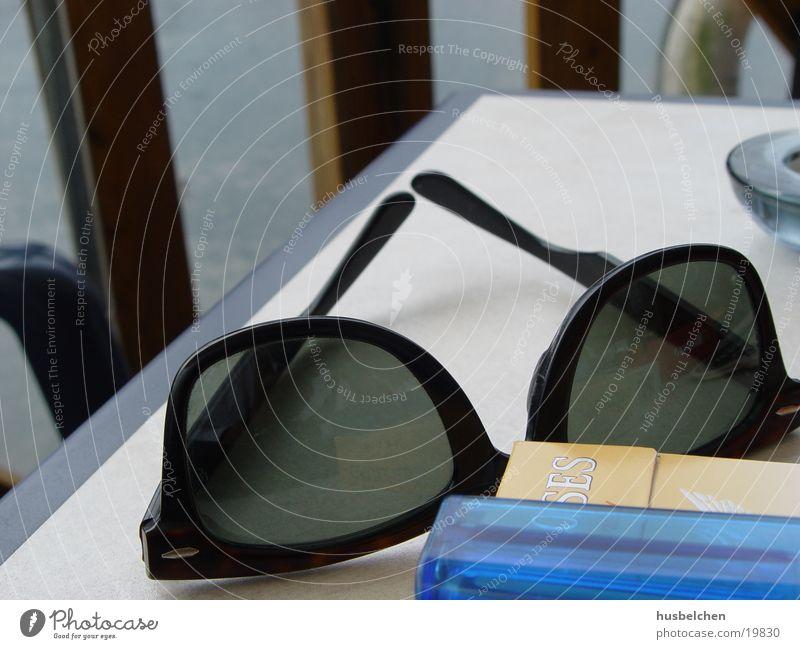 all i needed today Wasser Tisch Brille Freizeit & Hobby Café Zigarette Sonnenbrille Feuerzeug Sommertag Ray-Ban