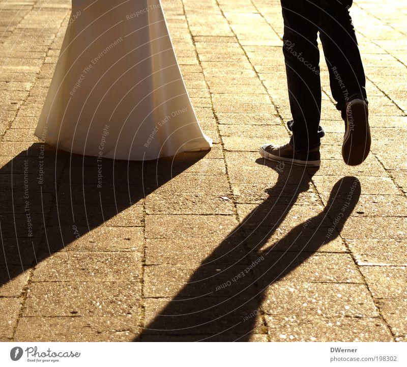 just married III Lifestyle elegant Stil Design Feste & Feiern Hochzeit maskulin feminin Paar Partner Kleid Schuhe Stein Küssen laufen Tanzen frech hell verrückt