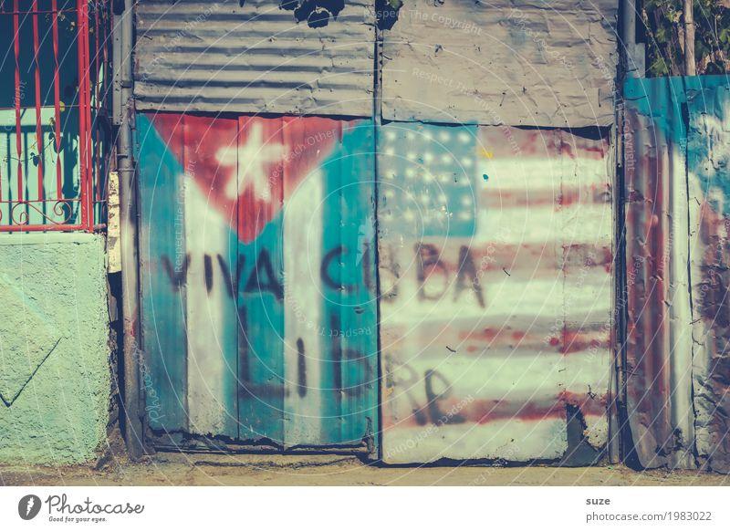 Echt Kuba alt Graffiti Wärme Freiheit retro dreckig Kultur Armut Vergänglichkeit kaputt geschlossen Vergangenheit Zeichen Städtereise Fahne