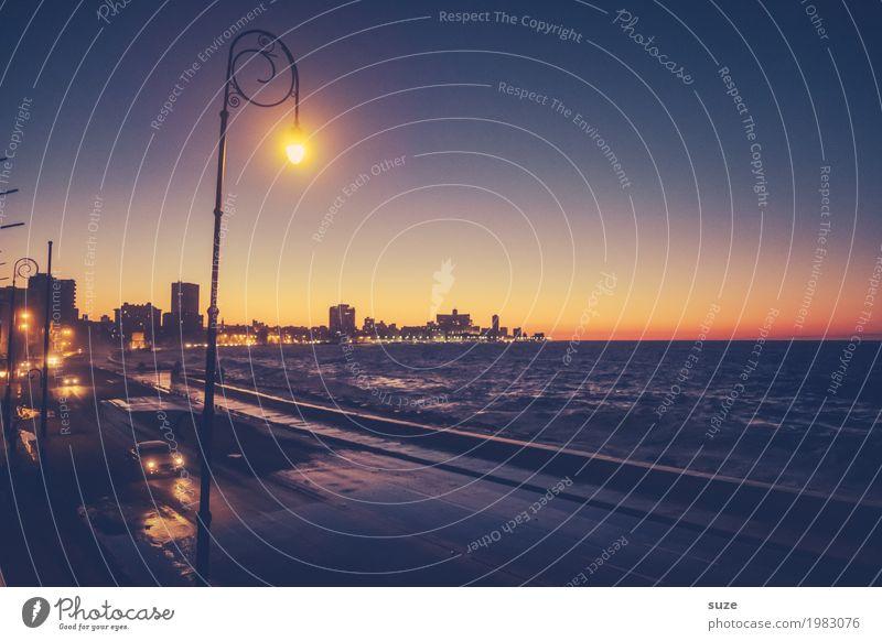 Stadtlichter am Malecón Ferien & Urlaub & Reisen Haus Straße Küste Zeit Zufriedenheit PKW retro Kultur Platz Vergänglichkeit Romantik Vergangenheit Skyline