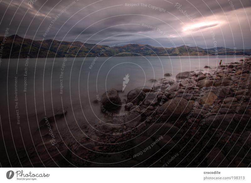 New Zealand XXXVI Umwelt Natur Landschaft Himmel Wolken Gewitterwolken Klima Klimawandel schlechtes Wetter Unwetter Sturm Felsen Berge u. Gebirge Wellen Küste