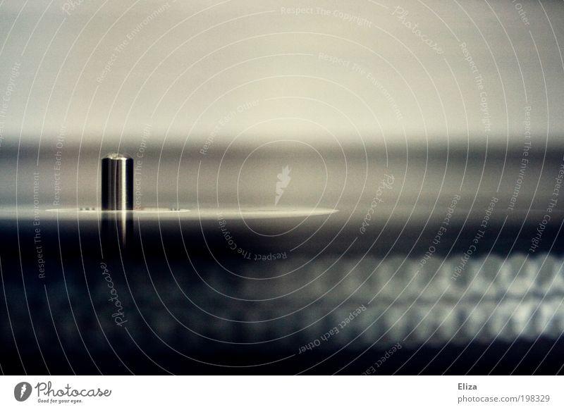 Eine Detailaufnahme eines Plattenspielers mit einer Schallplatte, die sich dreht Musik authentisch abstrakt Politische Bewegungen zeitlos ruhig Ruhepunkt sanft