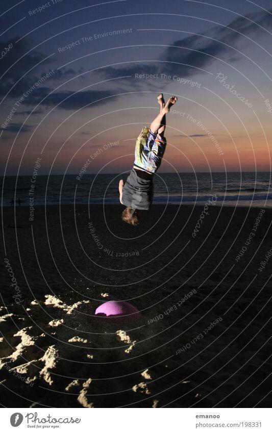 Rudi Mensch Jugendliche Ferien & Urlaub & Reisen Meer Sommer Strand Freude Freiheit Bewegung Sand springen Küste Wellen Kraft fliegen maskulin