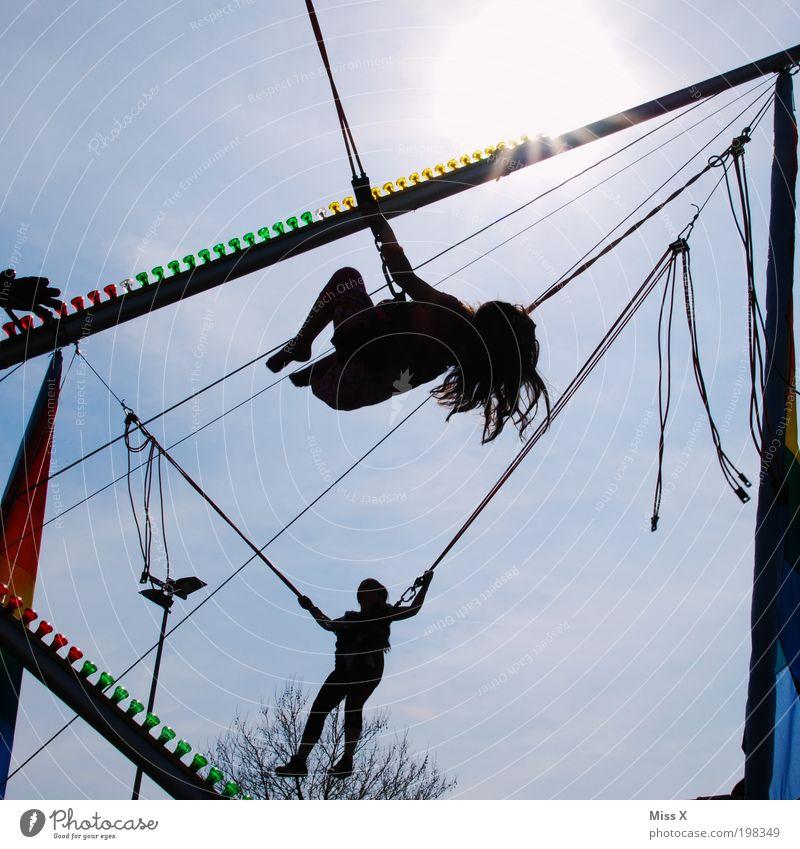 hüpf Mensch Kind Mädchen Freude Spielen Gefühle springen Feste & Feiern Kindheit Freizeit & Hobby Fröhlichkeit Kindheitserinnerung Lebensfreude Jahrmarkt
