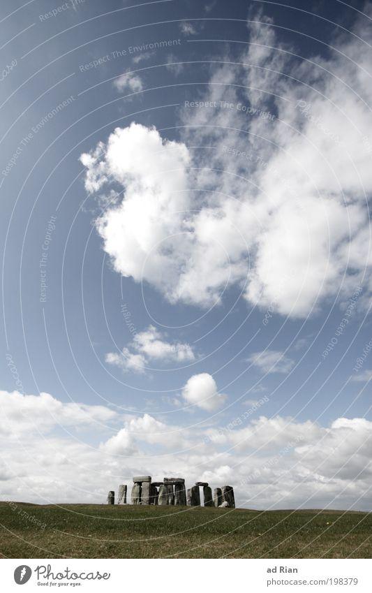 skyline of stonehenge Natur Himmel Wolken Sonnenlicht Schönes Wetter Gras Park Wiese Feld Skyline Menschenleer Platz Tor Observatorium Bauwerk Gebäude
