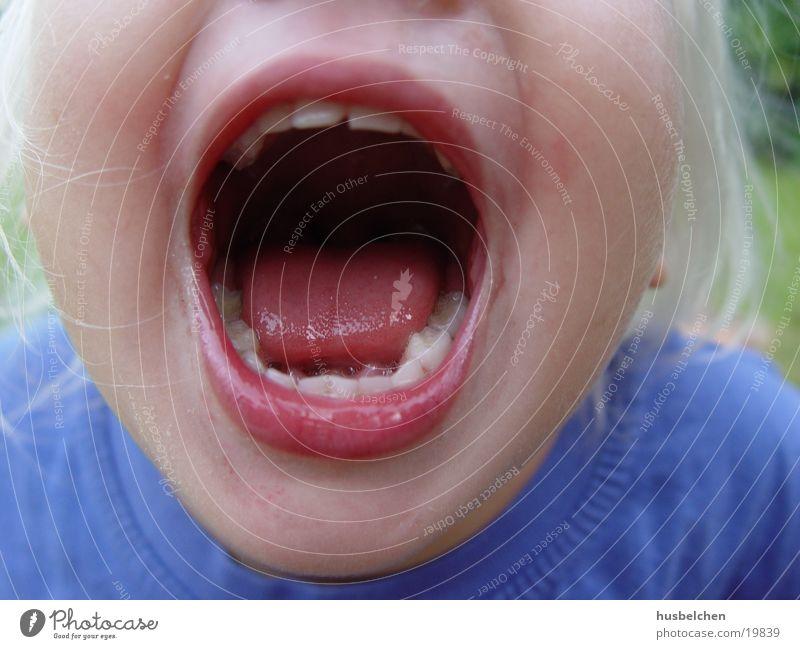 nele's große klappe Kind Mädchen Mund Lippen Zunge