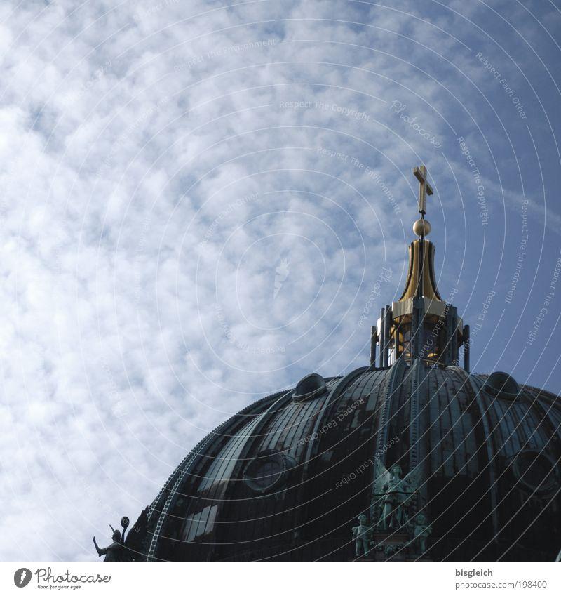 Berliner Dom II Himmel Wolken Deutschland Europa Hauptstadt Menschenleer Kirche Deutscher Dom Dach Sehenswürdigkeit Gold Kreuz blau Glaube Religion & Glaube