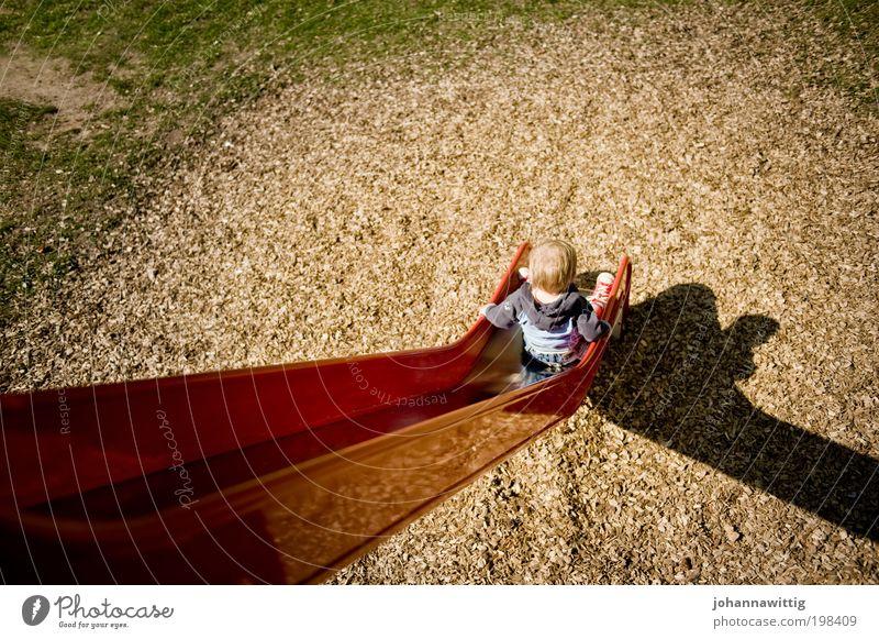 der Weg ist das Ziel Mensch Kind Sommer Junge Spielen Gras Holz Park blond Deutschland maskulin Ausflug sitzen Freizeit & Hobby Kindheit