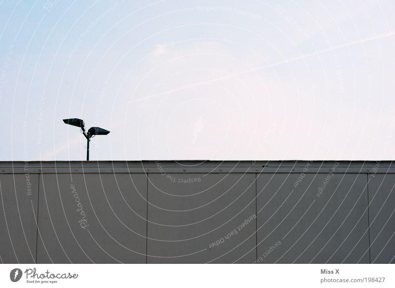 hmmmm Himmel Wand Mauer Brücke trist trashig Flughafen Straßenbeleuchtung