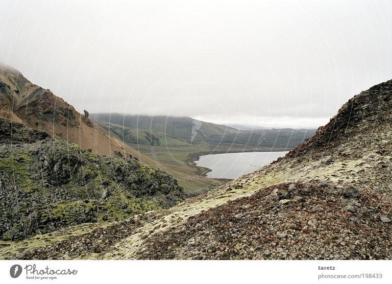 Ich kann den See schon sehen Natur Wasser Ferien & Urlaub & Reisen ruhig Ferne Landschaft Umwelt Stein Felsen Urelemente Ziel Hügel Island Moos