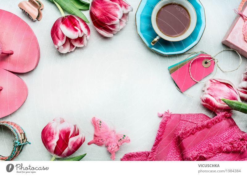 Frühjahr Frauen Arbeitstisch mit Tulpen Blume Freude Lifestyle Innenarchitektur Hintergrundbild feminin Stil Mode Feste & Feiern Design rosa Freizeit & Hobby Häusliches Leben liegen Dekoration & Verzierung Schuhe