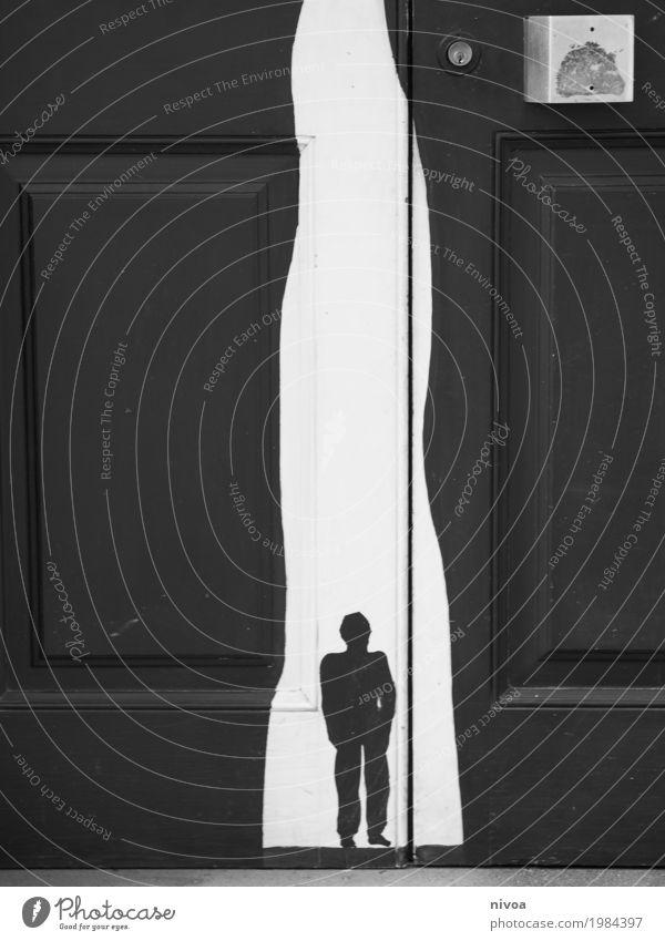 Licht und schatten Mensch Ferien & Urlaub & Reisen Mann Stadt weiß Einsamkeit Haus dunkel schwarz Erwachsene Graffiti Wege & Pfade Bewegung Holz Tod Stimmung