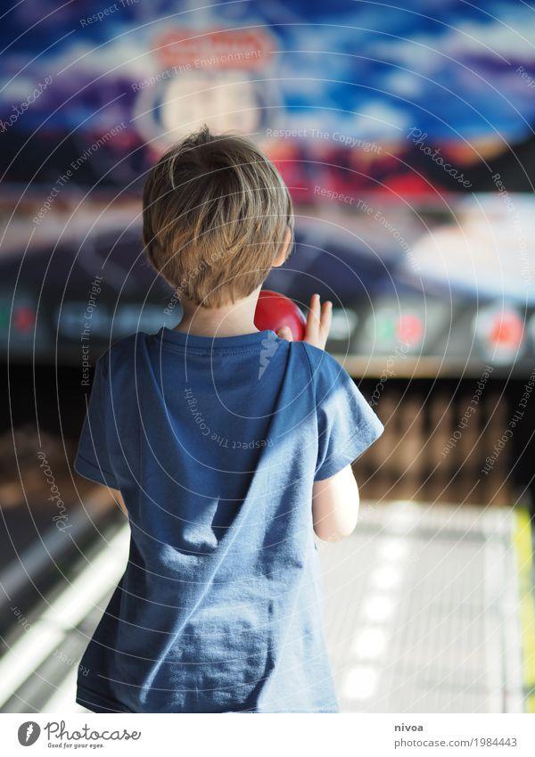 Konzentration Freizeit & Hobby Spielen Bowling Ferien & Urlaub & Reisen Entertainment Sport Sportveranstaltung Erfolg Verlierer Sportstätten Feierabend maskulin