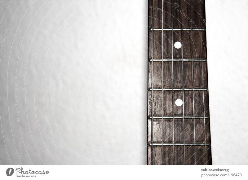 begrabscht alt weiß Musik Holz braun Metall dreckig Gitarre Musikinstrument