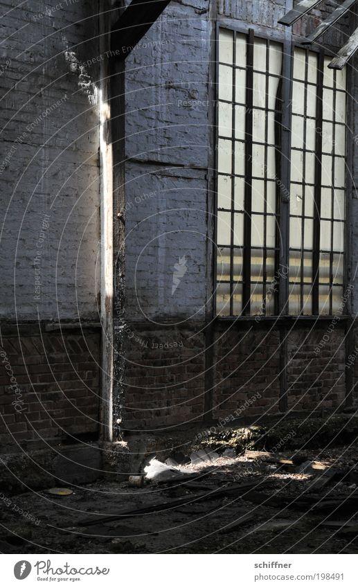 Lichtschranke [LUsertreffen 04|10] Fenster Mauer Hoffnung Fabrik verfallen Backstein Ruine Lichtspiel hässlich Industrieanlage Erscheinung Lichteinfall Balken