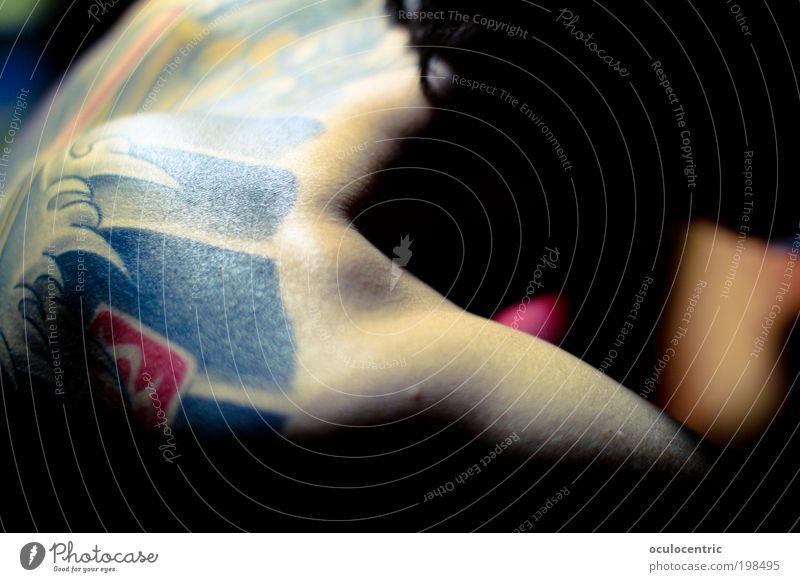 zu Besuch im Nadelstudio Mensch Jugendliche schön Stil Wellen Haut Erwachsene maskulin Rücken Schmerz Stillleben Tattoo Schulter Spannung Anspannung Wasser