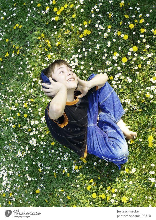 Swing in Spring Freude Garten Musik Unterhaltungselektronik Mensch maskulin Kind Junge Kindheit 1 8-13 Jahre Musik hören Frühling Sommer Schönes Wetter Wiese