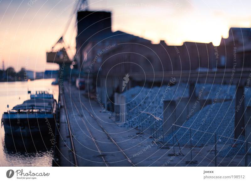 Toys Hafenstadt Menschenleer Fabrik Gebäude Öltanker Schienenverkehr blau ruhig Hafenromantik Tilt-Shift Unschärfe Kran Frachter Gleise Lagerhaus Rheinhafen