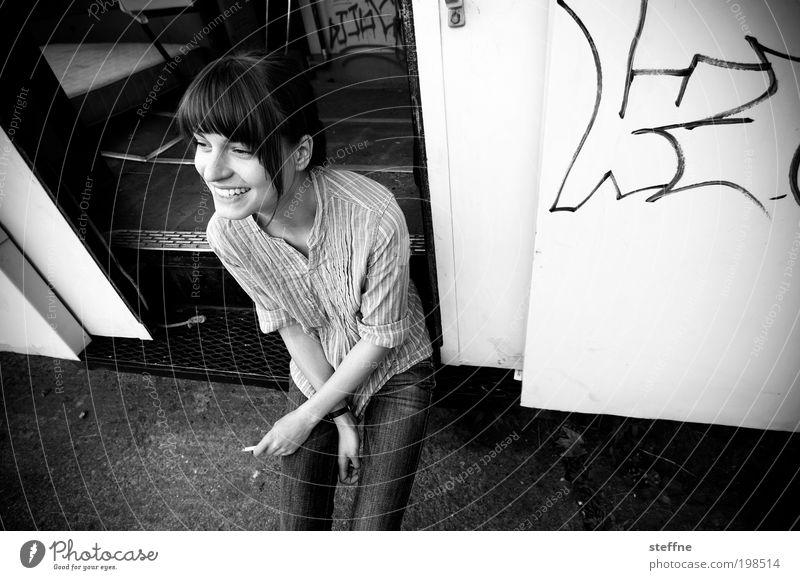 smiling faces don't lie [Weimer 2008] Mensch Jugendliche schön Erholung feminin lachen Erwachsene Rauchen Lächeln Straßenbahn Junge Frau Schwarzweißfoto