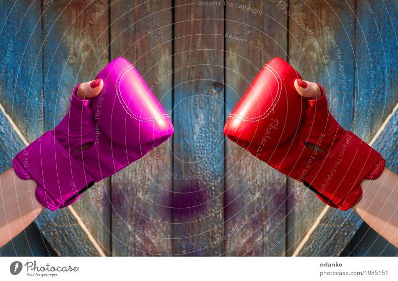 Mensch Frau Jugendliche alt blau Hand rot 18-30 Jahre Erwachsene sprechen Sport feminin Holz Mode rosa Freundschaft