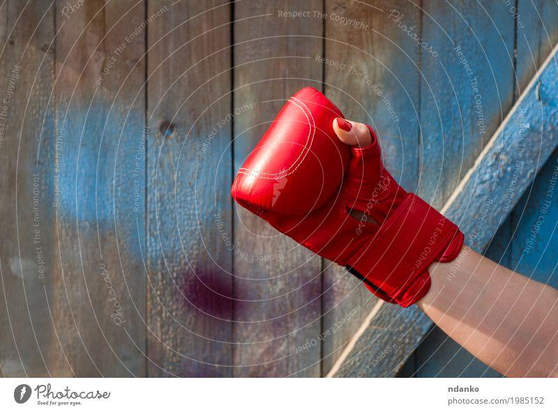 Mensch Frau Jugendliche alt blau Hand rot 18-30 Jahre Erwachsene Sport feminin Holz Mode Körper retro Kraft