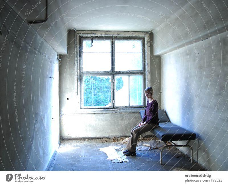 ...but you can never leave! Einsamkeit kalt dunkel Fenster Stein Angst Raum dreckig Beton leer kaputt Innenarchitektur Bett Vergänglichkeit
