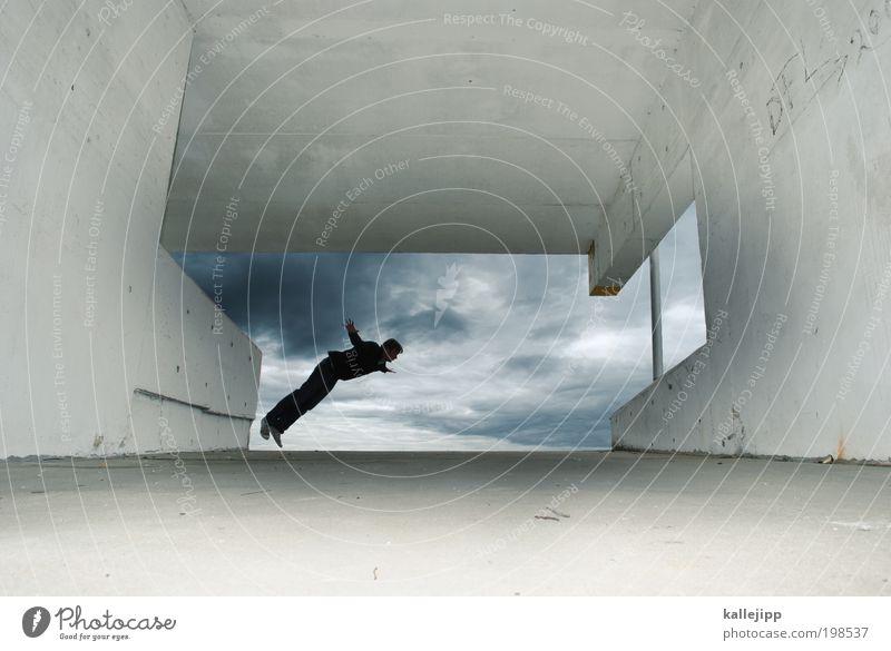 luftraum Mensch maskulin Mann Erwachsene 1 Parkhaus Bauwerk Gebäude Architektur Mauer Wand springen Freiheit Himmel Wolken schlechtes Wetter träumen Versuch
