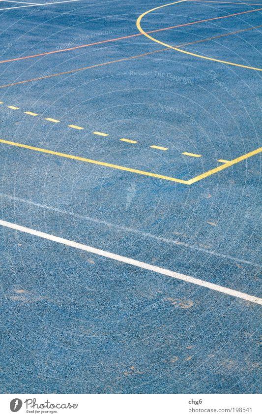 Sportliche Strukturen blau weiß Freude gelb Erholung Sport Spielen Bewegung Linie Freizeit & Hobby laufen Platz Kunststoff Strukturen & Formen Sportplatz Perspektive