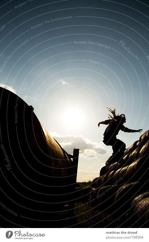 SINKFLUG Mensch Himmel Natur Jugendliche Pflanze Erwachsene Umwelt Landschaft Spielen Haare & Frisuren springen Stil Horizont Feld Freizeit & Hobby elegant