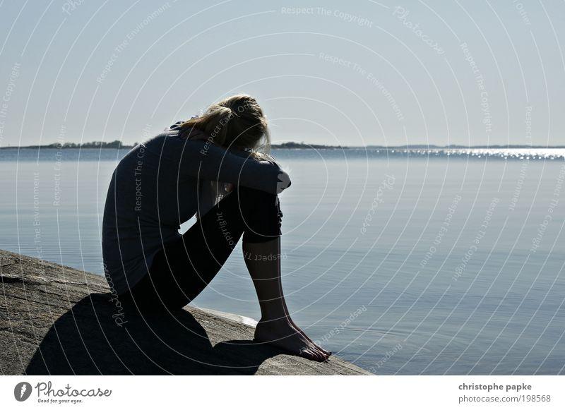 Skandinavische Gelassenheit Mensch Jugendliche Ferien & Urlaub & Reisen Meer Strand ruhig Erwachsene Erholung feminin Freiheit Küste Junge Frau Zufriedenheit