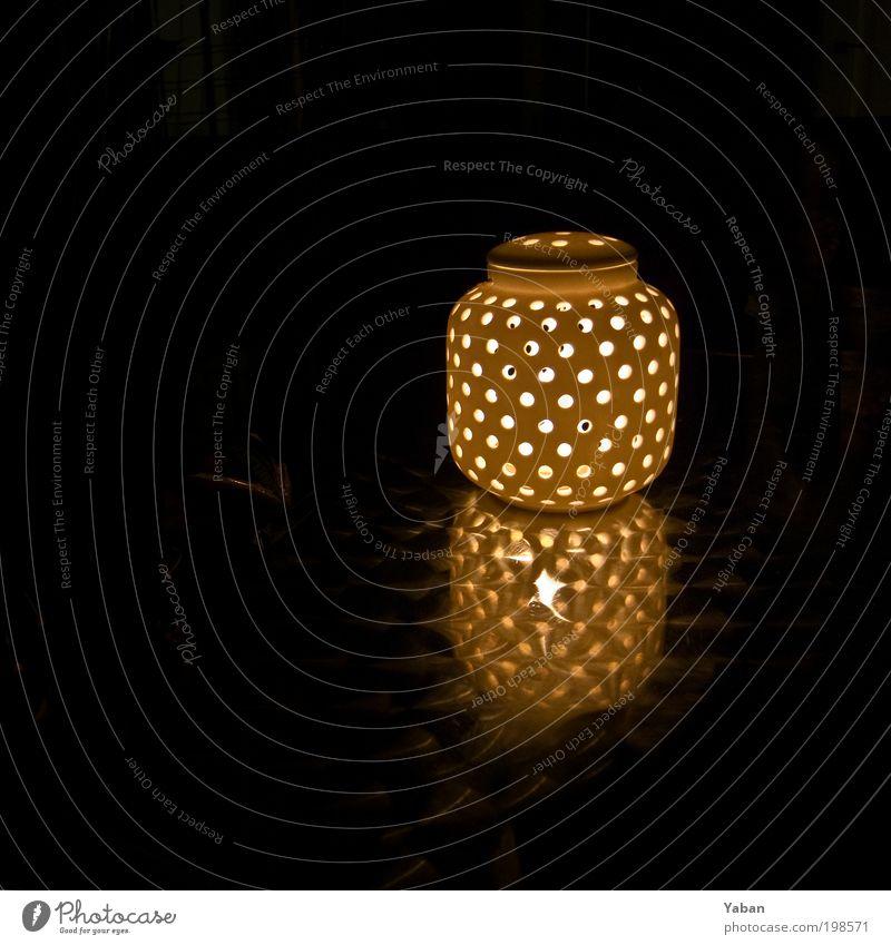 There is a light ... Lampe dunkel Wärme Zufriedenheit Design Kerze rund Dekoration & Verzierung Häusliches Leben leuchten Balkon Nachtleben Nachtaufnahme Beleuchtung Raumausstattung Leben