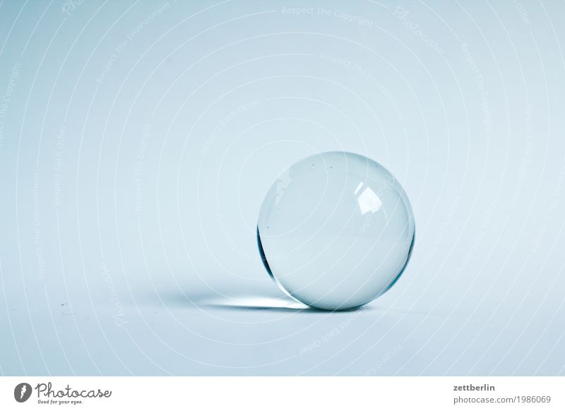 Die Zukunft hell Textfreiraum Glas Kreis rund Ball Kugel durchsichtig Eiskristall Glaskugel Wahrsagerei Horoskop Kristallkugel