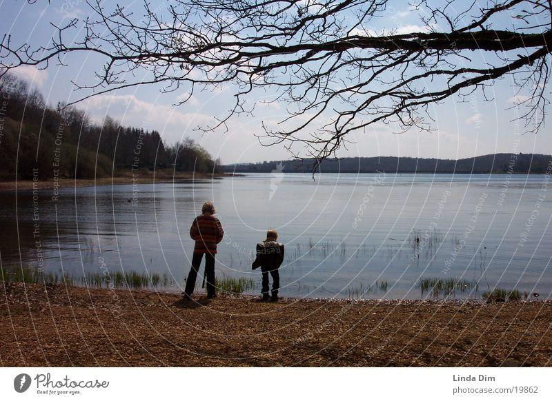 Kinder am See Natur Ferien & Urlaub & Reisen ruhig Frühling Landschaft Stimmung Europa Frankreich Stillleben Ebene Vogesen