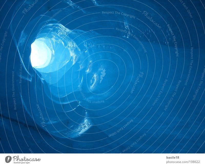 Durch Eis zum Licht blau Winter kalt Berge u. Gebirge Frost Tunnel Loch Gletscher Lichteinfall blau-grün Rodelbahn Gletschereis Eislandschaft
