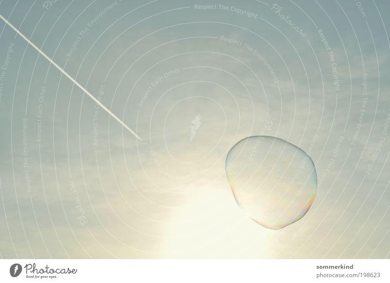 Dreiklang Himmel nur Himmel Wolkenloser Himmel Sonne Sommer Schönes Wetter Flugzeug Kondensstreifen Ferne hell Wärme blau gelb gold weiß Seifenblase Streifen