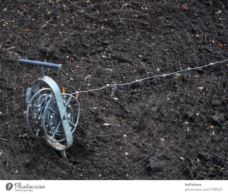 Zündschnur kalt braun Metall Erde Boden Schnur silber Rolle Knoten Baumschule