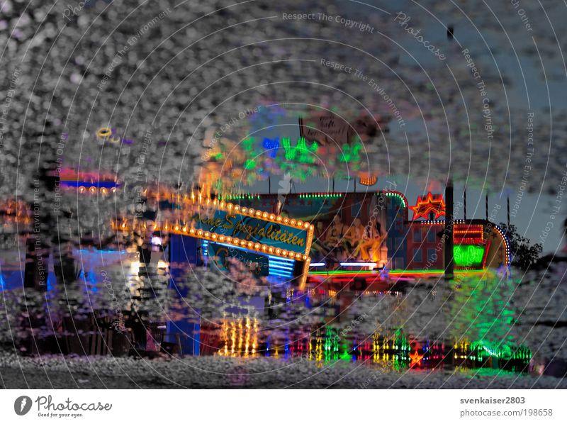 Fenster im Hof grün blau rot Freude gelb Farbe Spielen Beleuchtung Feste & Feiern Freizeit & Hobby leuchten Jahrmarkt Entertainment Kontrast mehrfarbig